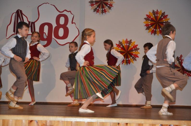 1.-2 kl. deju kolektīvs